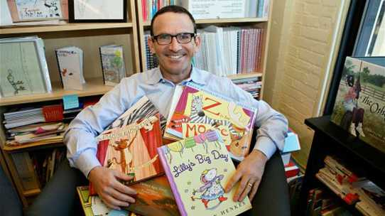Joel Zarrow, head of the nationally recognized Children's Literacy Initiative in Philadelphia, says schools can do better. (The Notebook/Harvey Finkle)