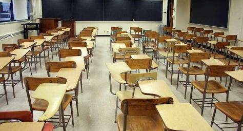 classroom-desk-blackbord